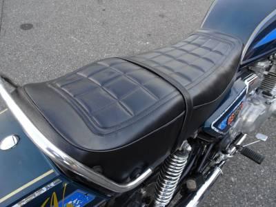 ベストオートのシートの張替えがいい感じで仕上がりました!バイクのシートの張替えも承ります!