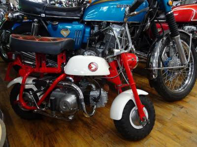 ベストオートの両角エンジンのモンキーZ50M、展示中!