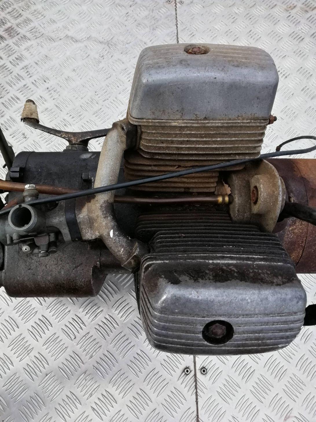 ライラック125のエンジン